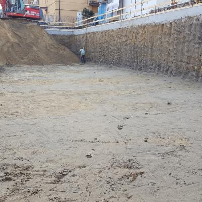 Inizio operazioni di scavo - vista palificazione perimetrale -
